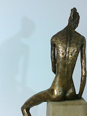 seated fem fig back